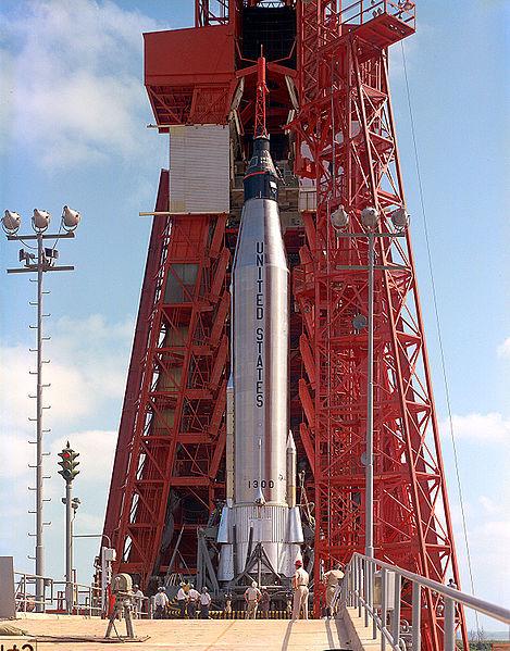469pxmercuryatlas_rocket_on_the_lau