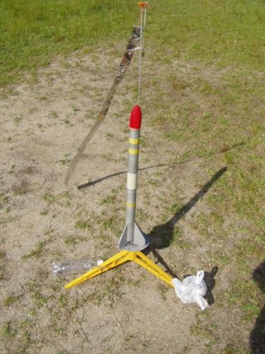 発射台に乗ったモデルロケット