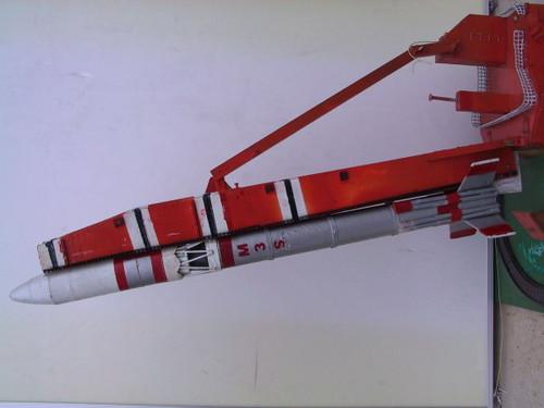 本物の精密模型ミューロケットを打ち上げる