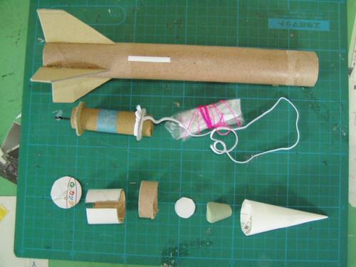 アルミホイルで自作モデルロケット
